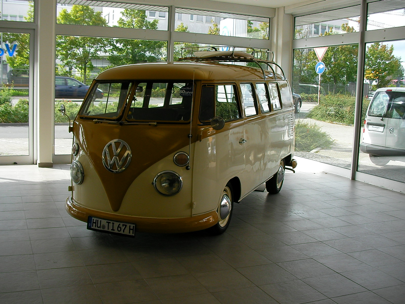 vintage volkswagen rusted by the rain 80 jahre auto bach bad homburg. Black Bedroom Furniture Sets. Home Design Ideas