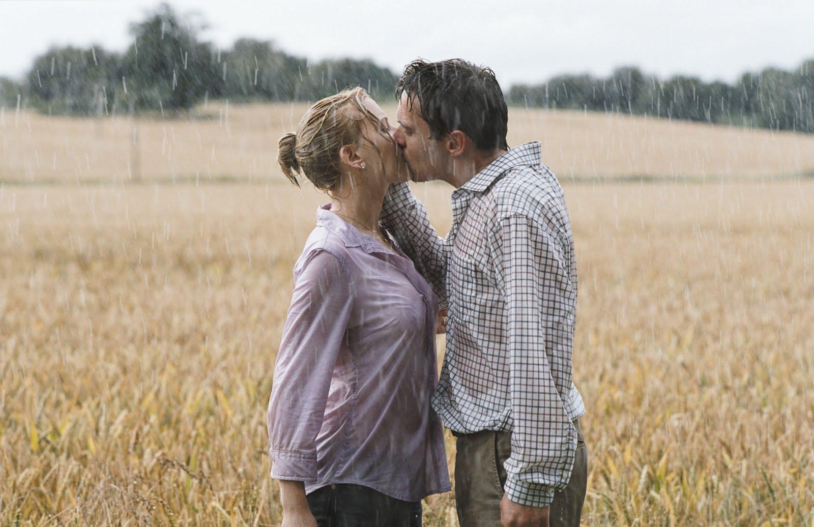 http://2.bp.blogspot.com/_7INDccPViqw/S69N60KhW9I/AAAAAAAABzA/HognhSSgz-s/s1600/Match+point+kiss.jpg