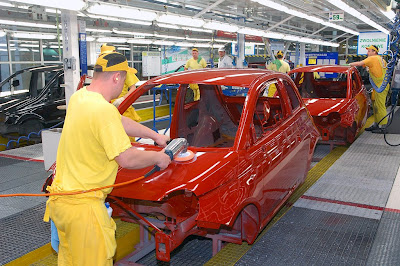 Buffing paint on the Fiat 500 assembly line