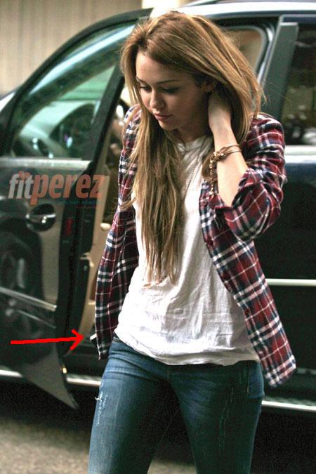 miley cyrus smoking cigarette 2011. Miley caught Hackin Dig#39;s