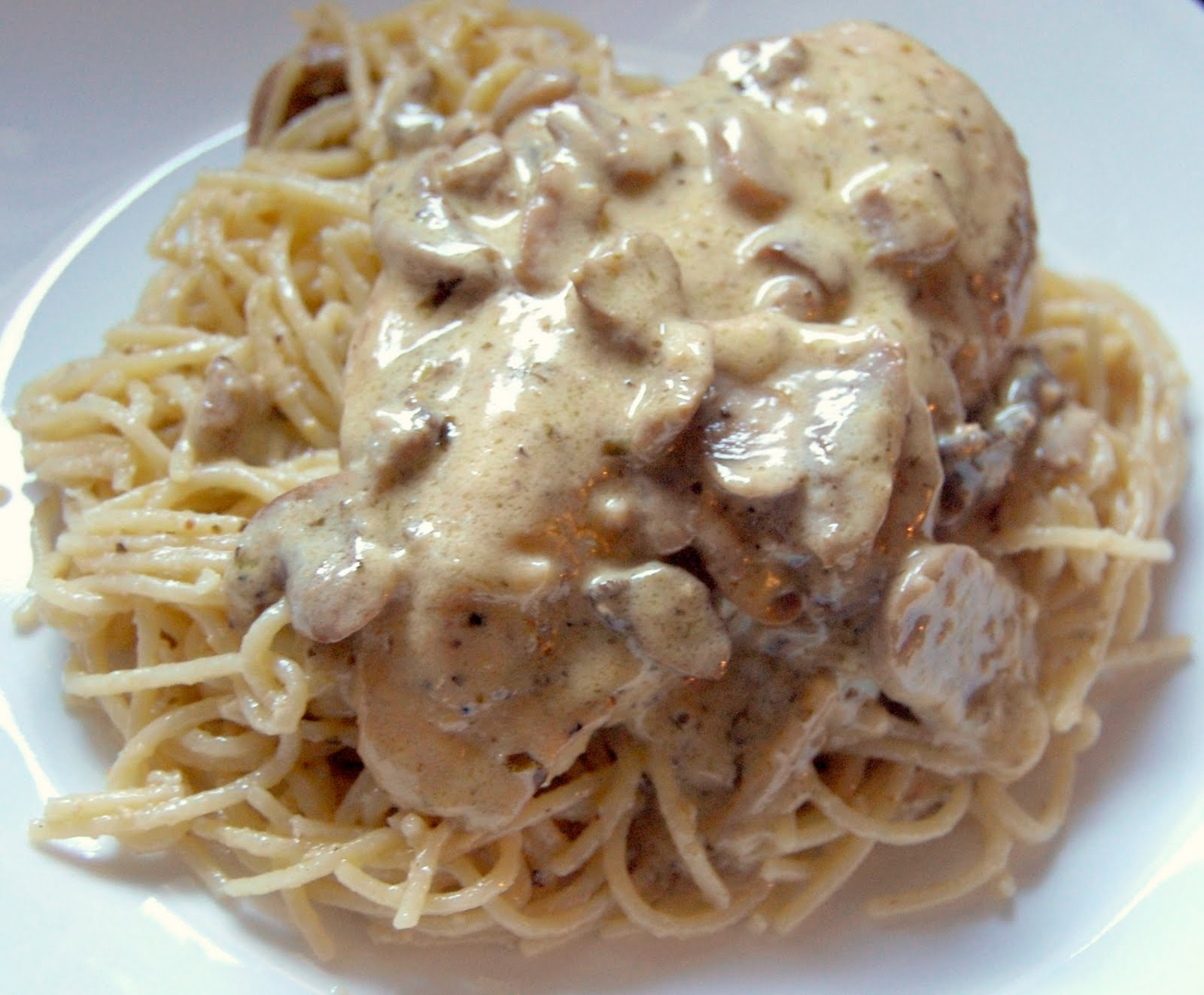 Cassie Craves: Chicken with Pesto Mushroom Cream Sauce