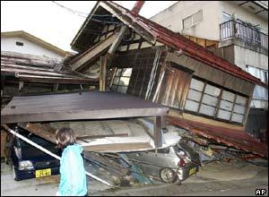 the earthquake shooks building