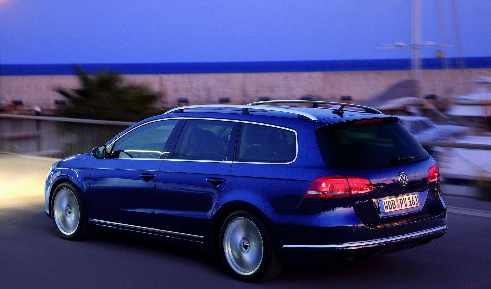 http://2.bp.blogspot.com/_7LQxj656qB0/TMCJpJSMQyI/AAAAAAAAJbE/sPhQiycO-Cc/s1600/2011+Volkswagen+Passat+28.jpg