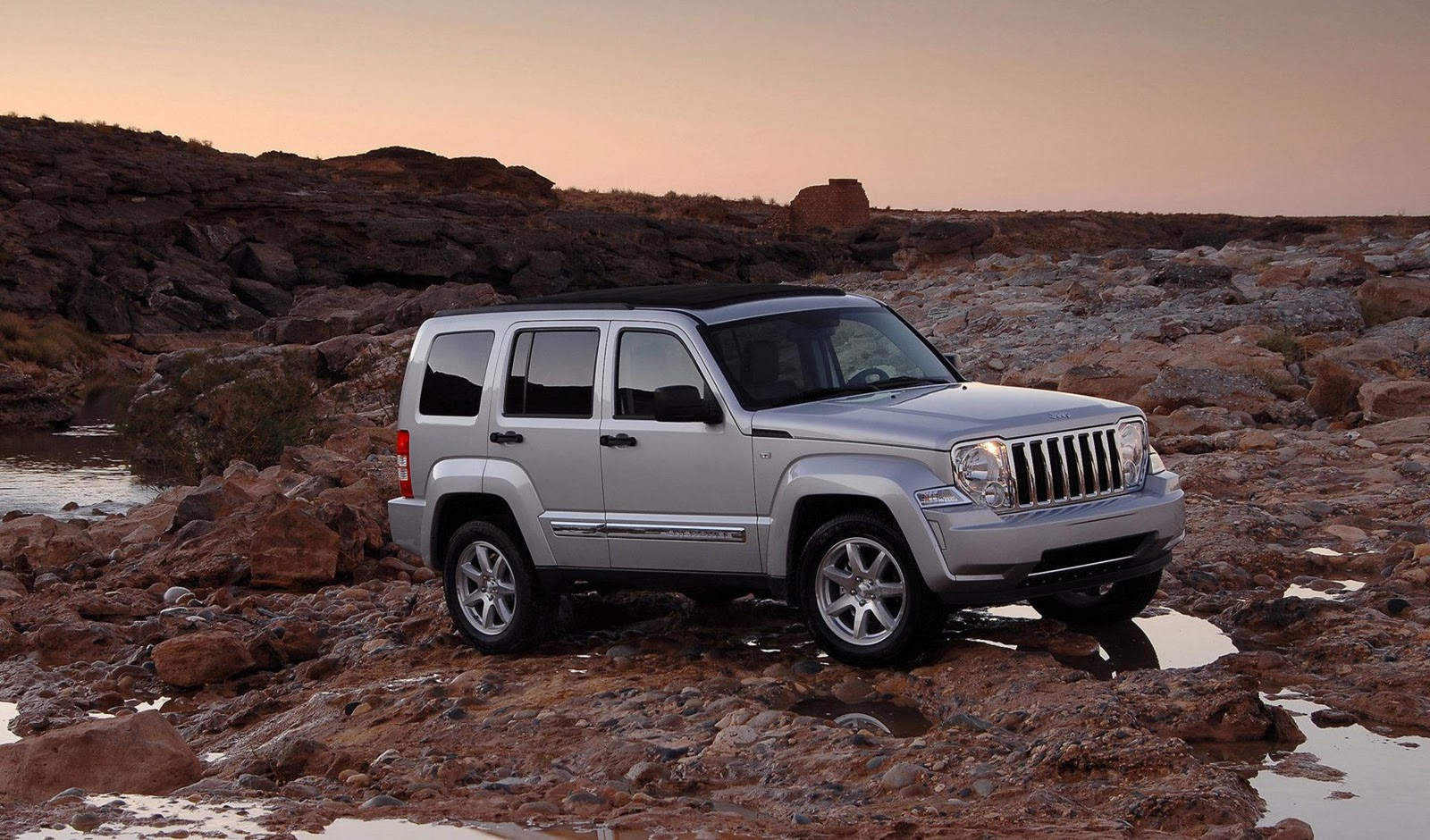 car scoop jeep recalls liberty compact suv for faulty. Black Bedroom Furniture Sets. Home Design Ideas