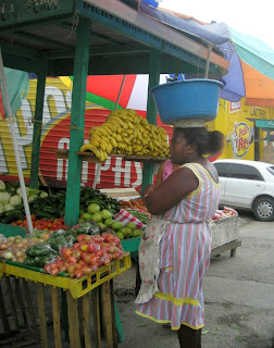 Garifuna lady with tub on head, La Ceiba, Honduras