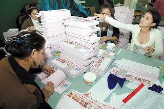 Distributing ballots in the Honduras primaries