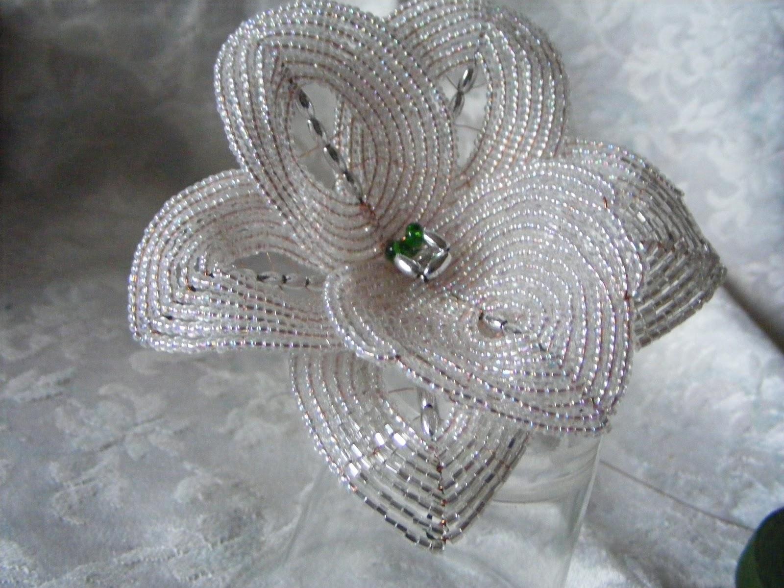 beaded vivie1: un petit tuto pour faire une orchidée en perles