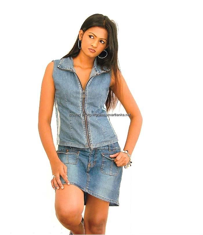 [Sexy-Lankan-Actress-Piumi-Purasinghe-2.jpg]