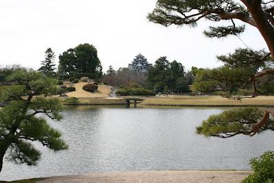 Tatamis s les fous de japon okayama entre ch teau et for Jardines okayama