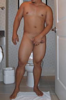 Visitante - Gordinho gostoso, pelado no banheiro