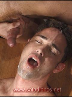 Gay gozada na cara, na boca... Show de gozadas... Muitos gozos...