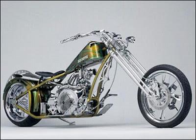 Motocicleta ao estilo chopper.