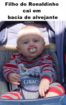 Piada-imagem: Foto de bebê branquinho com dentes enormes permite brincadeira com o Ronaldinho.
