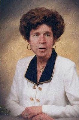 Montagem fotográfica com a face de George Bush em um corpo de mulher.