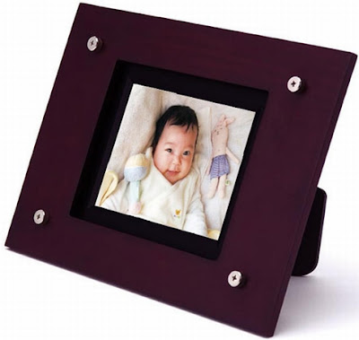 Porta retratos digital fabricado pela empresa japonesa Siren.