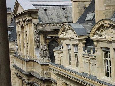 Paris - Detalhes de arquitetura das fachadas de edificações comuns