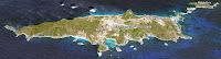 Foto simulação de vista panorâmica da topografia da ilha de a uma altitude de 6000 metros