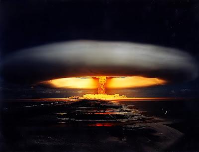 Cogumelo atómico provocado por explosão nuclear