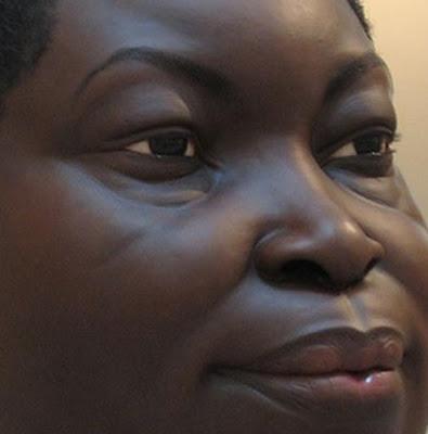 Ron Mueck – face de mulher negra