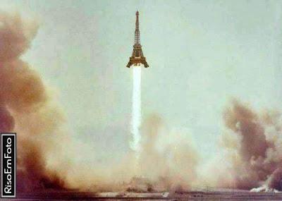 Torre Eiffel transformada em míssil balístico, é o que aconteceria se Bush fosse presidente da França.
