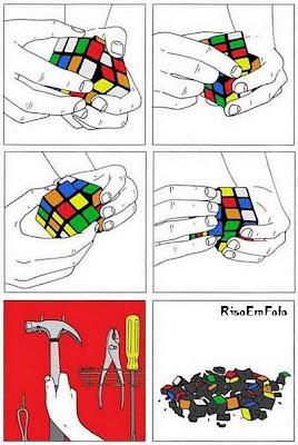 Solução radical para o cubo mágico, com um martelo.