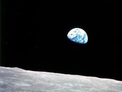 Foto da Missão Apolo mostrando a Terra vista da Lua