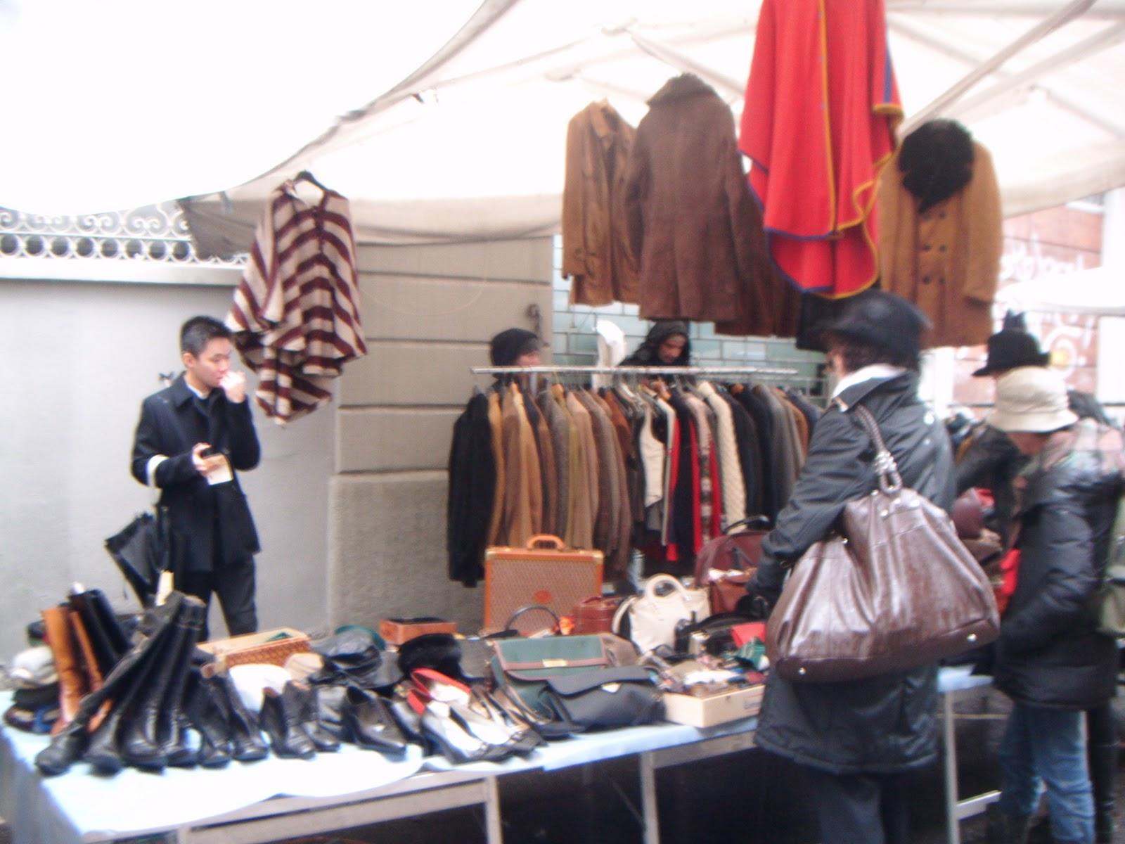 Lungo Il Naviglio A Milano Vintage E Oggetti Curiosi With Mercatino Usato  Milano Navigli.