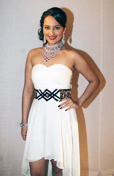 sonakshi sinha on rat hdil actress pics
