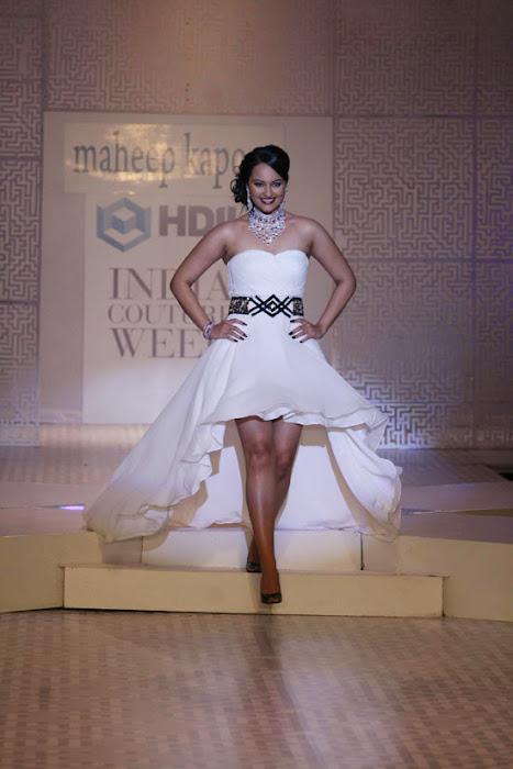 Sonakshi-Sinha-On-Ramp-At-HDIL-7.jpg?sonakshi-sinha-on-rat-hdil-actress-pics