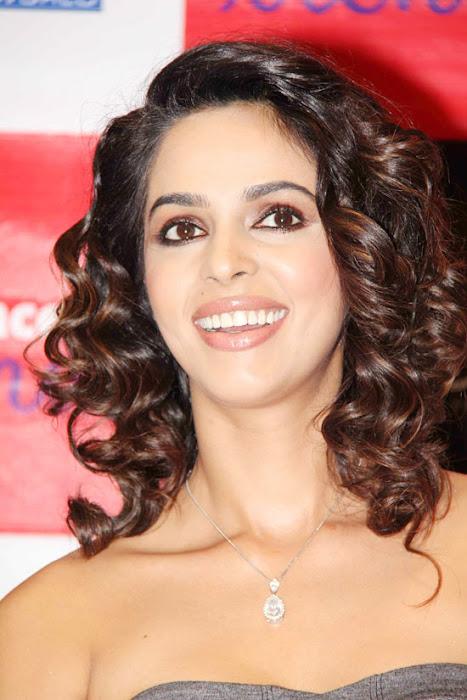 mallika sherawat at reliance trends cute stills
