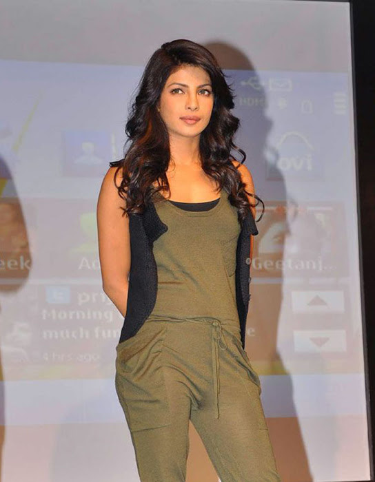 priyanka chopra launches nokia n actress pics