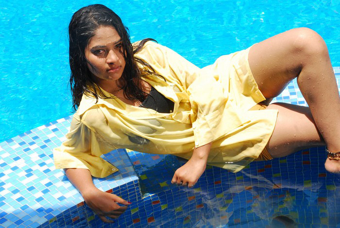 nalamthana cute stills