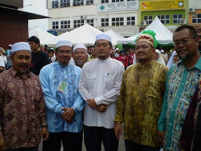 http://2.bp.blogspot.com/_7RPNCfb7ACU/Si5ECh37c_I/AAAAAAAAAso/kGmCrzvo5o0/s400/Perasmian+Pejabat+Perhubungan+PAS+Negeri+Pahang+018.JPG