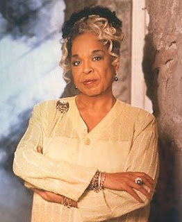 Della Reese. Image taken from http://www.whosdatedwho.com/celebrities/people/dating/della-reese.htm