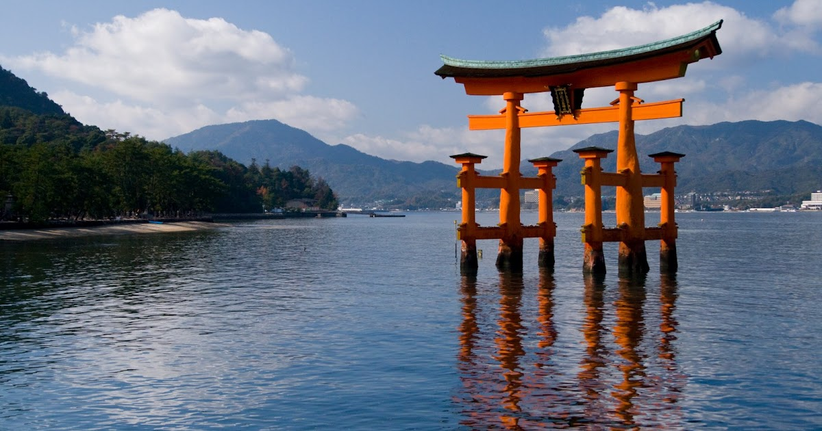 Floating Torii (Gate) to the Itsukumisha Shrine, Miyajima ...