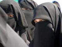 3 niqabs