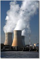 centrale nucléaire fumante