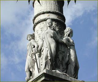 4 vertus en statues