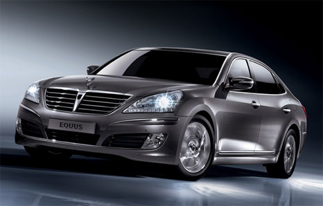 Hyundai Equus: luxury sedan equivalent Lexus and Mercedes with bonus a iPad