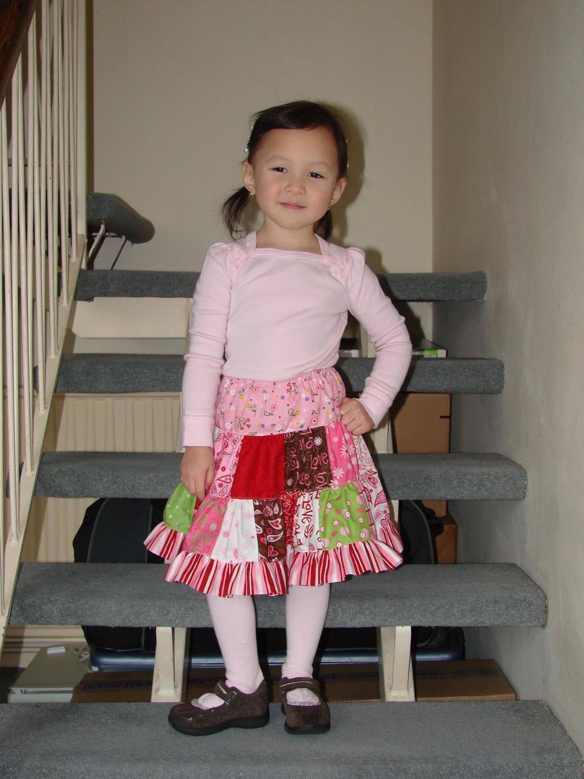 [Valentine+patchwork+skirt.JPG]