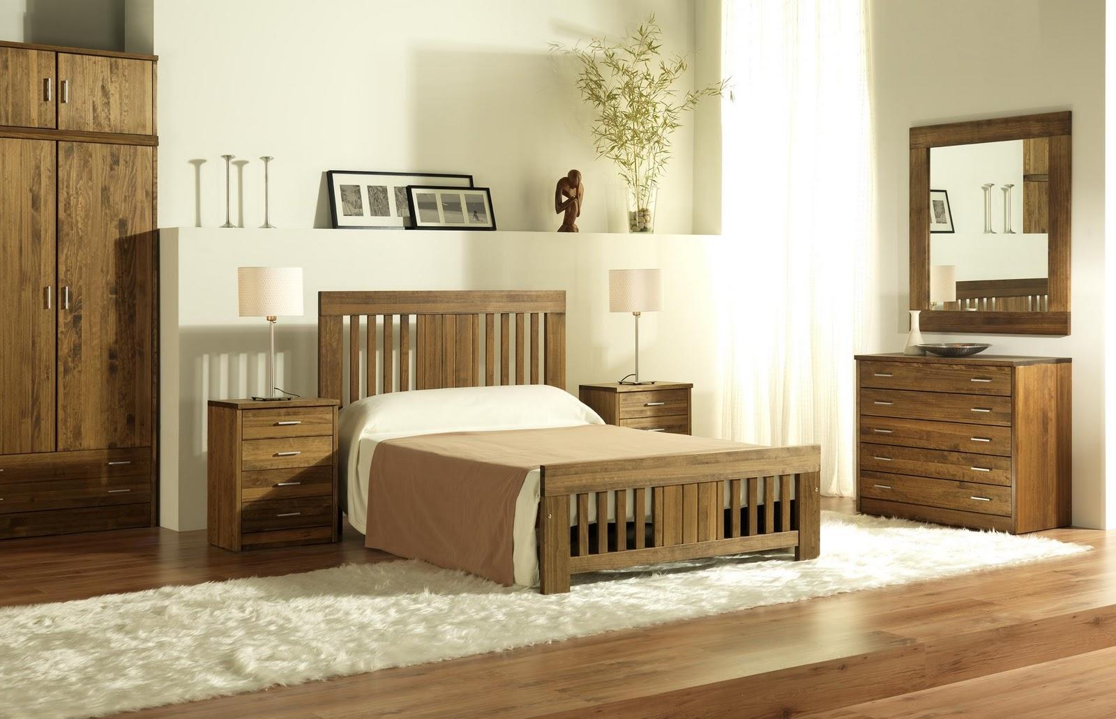Disponemos de una amplia variedad de muebles en madera de pino