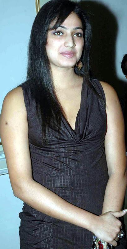 Actress Hari Priya unseen pics