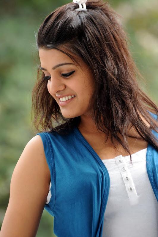 Actress Tashu Kaushik unseen pics