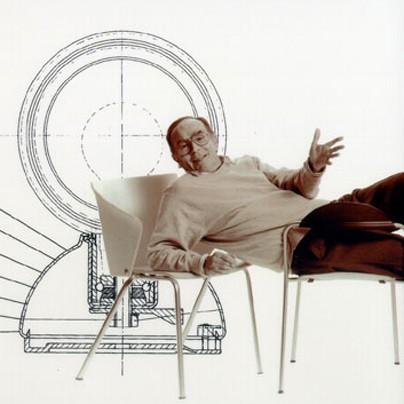 homens mulheres cadeiras e almofadas bordadas. Black Bedroom Furniture Sets. Home Design Ideas