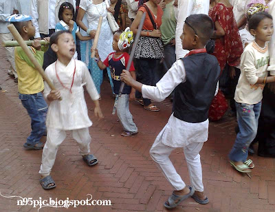 kids with traditional dance