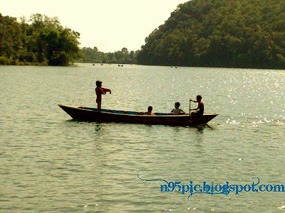 boating in fewa lake