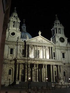 Photo by Rullsenberg: St Paul's by night