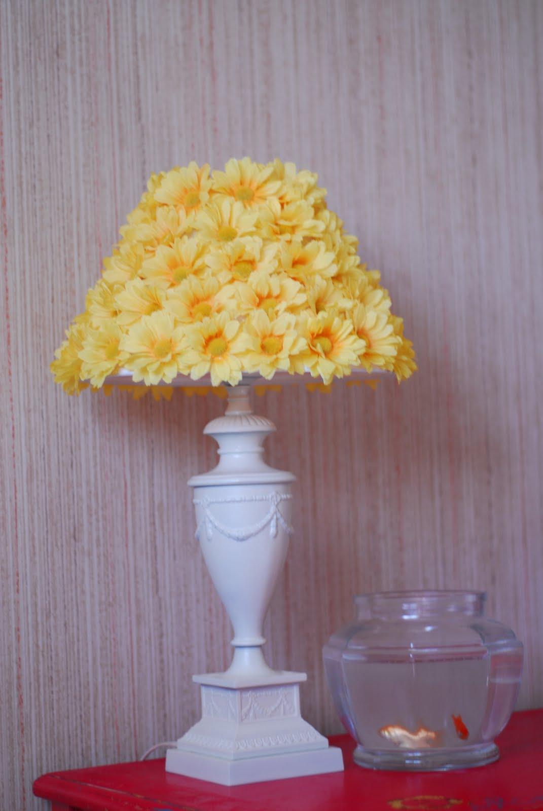 Как сделать из искусственных цветов светильник