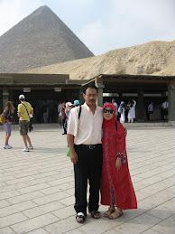 MESIR: TIGA PIRAMID
