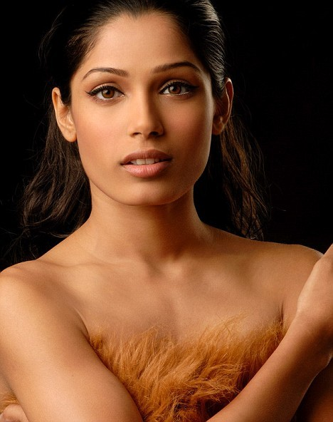 hot and sexy freida pinto, hot freida pinto in bikini, hot freida pinto wallpapers and photos, hot freida pinto boobs/breasts